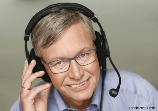 Kommentator Rolf Kalb ist Teil der Snooker WM 2019